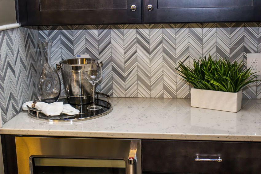 On this image you see a beautiful backsplash installation taking place for our client. The client wanted to renovated his large kitchen and the color of the backsplash were magnificent. The color of beige, chocolate brown and white brings up the true beatify of this renovated kitchen. The image was taken in March of 2021